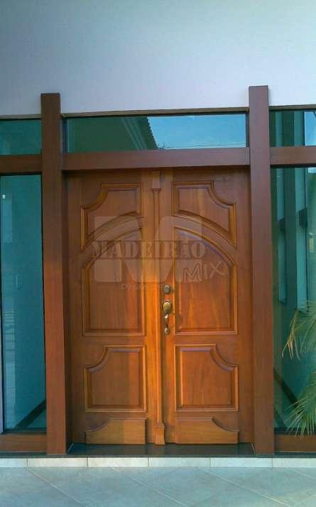 Portas de entrada em madeira maciça - Foto: 37